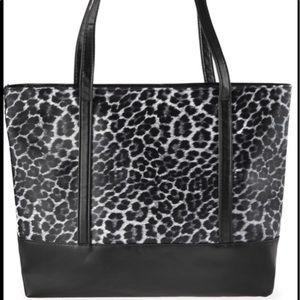 Handbags - New🌻Animal print large tote